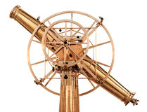 Telescopio d'ottone brillante della vecchia annata isolato Immagine Stock