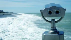 Telescopio de la vista en la playa metrajes