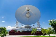 Telescopio de radio blanco grande RTF-32 Fotos de archivo libres de regalías