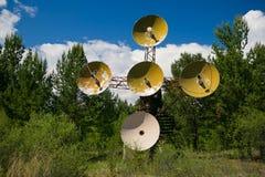 Telescopio de radio en las montañas Imagen de archivo libre de regalías