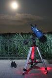 Telescopio del cielo notturno in parco pubblico Fotografia Stock Libera da Diritti