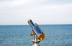 Telescopio diretto verso l'orizzonte Fotografie Stock Libere da Diritti