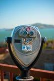 Telescopio sopra il ponticello di cancello dorato Immagini Stock