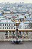Telescopio turístico que pasa por alto la colina de Montmartre Fotos de archivo