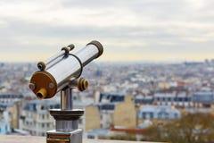 Telescopio turístico que pasa por alto Montmartre Fotografía de archivo
