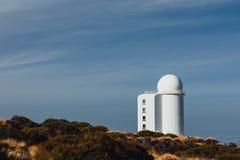 Telescopios astronómicos del observatorio de Teide en Tenerife fotos de archivo