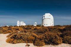 Telescopios astronómicos del observatorio de Teide en Tenerife,-- imagenes de archivo