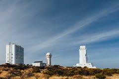 Telescopios astronómicos del observatorio de Teide en Tenerife fotografía de archivo libre de regalías
