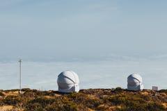 Telescopios astronómicos del observatorio de Teide en Tenerife fotos de archivo libres de regalías