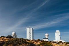Telescopios astronómicos del observatorio de Teide en Tenerife imagen de archivo libre de regalías