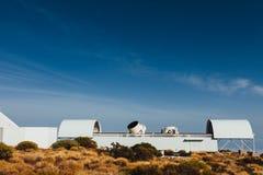 Telescopios astronómicos del observatorio de Teide en Tenerife foto de archivo