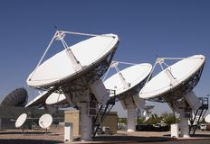 Telescopios de la radiofrecuencia del espacio profundo Imagen de archivo libre de regalías