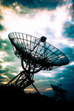 Telescopios de radio en Westerbork, los Países Bajos imágenes de archivo libres de regalías