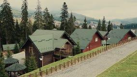 Telesilla del cablecarril o funicular el otoño del top de la montaña almacen de metraje de vídeo