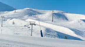 Telesillas cerca de la ruta del esquí en Palandoken Imagenes de archivo
