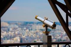 Teleskop auf dem Eiffelturm in Paris Frankreich lizenzfreie stockbilder