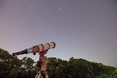 Teleskop i Gwiaździsty niebo obraz royalty free