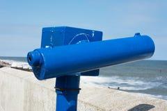 Teleskop på sjösidapromenad. Royaltyfria Bilder