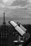 Teleskop und Eiffelturm Stockbild
