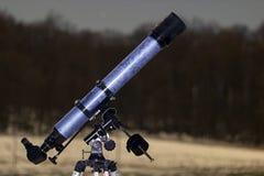 Teleskop w nocne niebo zimy wydanie marznącym teleskopie Fotografia Stock