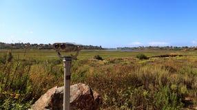 Teleskopu widz wskazujący przy Górną Newport zatoki naturą Preserv Obrazy Stock