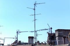 Teletechniczni antennae na dachu obrazy royalty free