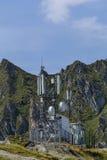 Teletechnicznych komórkowych telecoms teletechniczna antena w wysokich górach Zdjęcie Royalty Free