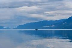 Teletskoyemeer in de ochtend Mening van zuidelijke kust Altairepubliek Rusland Stock Afbeeldingen