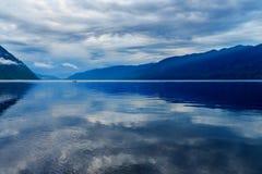 Teletskoyemeer in de ochtend Mening van zuidelijke kust Altairepubliek Rusland Stock Foto's
