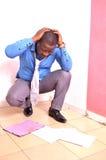 Teleurgestelde Afrikaanse werknemer stock afbeelding