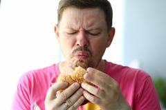 Teleurgestelde hongerige mens stock afbeeldingen