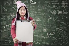 Teleurgestelde student die spatie tonen copyspace Stock Fotografie