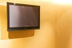 Televisão da tela lisa na parede Imagens de Stock