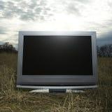 Televisão no campo gramíneo. Fotos de Stock