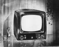 Televisão portátil do tipo de Philco, cerca de 1952 (todas as pessoas descritas não são umas vivas mais longo e nenhuma proprieda foto de stock