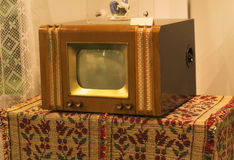 Televisão velha retro de 70s na tabela Foto filtrada estilo do instagram do vintage Fotografia de Stock