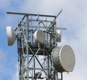 Televisões dos repetidores do sinal e sinal do telefone celular Fotografia de Stock Royalty Free