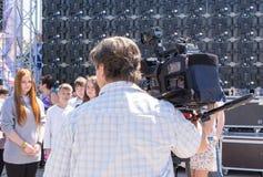 Televisión Camerman en entrevistarse con del trabajo imagenes de archivo