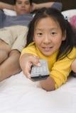 Televisión de observación del adolescente Foto de archivo