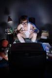 Televisión de observación del muchacho Foto de archivo