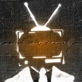 Televisión en una cabeza del ` s de la persona foto de archivo