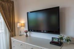 Televisión moderna en la sala de estar caliente Fotografía de archivo