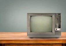 Televisión retra en la tabla de madera Foto de archivo libre de regalías