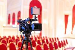 Televisiecamera in gebeurtenisruimte stock foto's