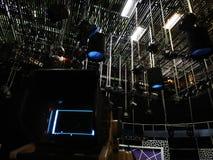 Televisiestudio - net van lichten stock afbeelding