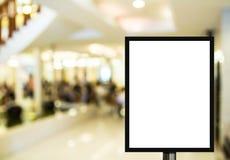 Television för tom advertizingaffischtavla eller för bred skärm med blurr Royaltyfri Bild