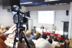 Television sände presskonferensen Royaltyfria Bilder