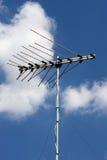 Televisionantenn med blå himmel Arkivfoton
