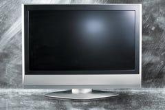 Televisione dello schermo piano in una priorità bassa del metallo Immagine Stock Libera da Diritti