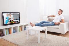 Televisione di sorveglianza del giovane Fotografie Stock